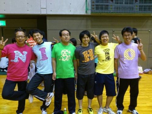 「練習用ですがはっぴい屋さんの企画Tシャツ「NISHIO」を着用さ・・・